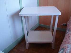 wohnidee kleiner tisch wird nachtschrank blog an na haus und gartenblog. Black Bedroom Furniture Sets. Home Design Ideas
