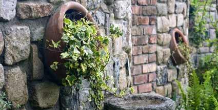 Ruinenmauer Im Garten | Möbelideen