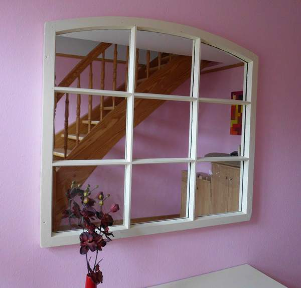 Spiegel aus altem Sprossenfenster