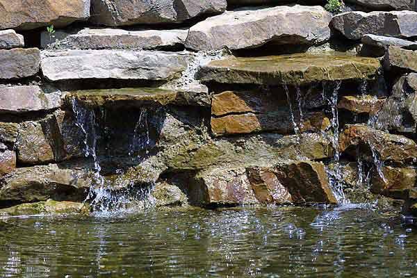 5 ideen f r einen wasserfall im garten blog an na haus - Wasserfall fur gartenteich ...
