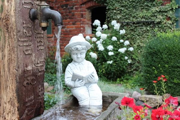 Brunnen mit Knaben im Innenhof