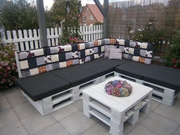 DIY Paletten Outdoor Lounges