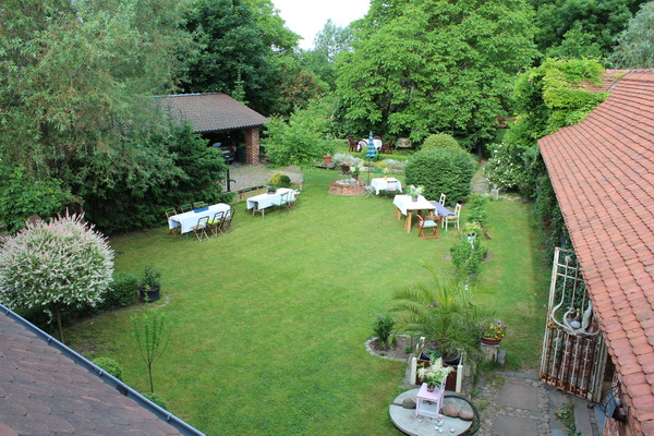 Rasenfläche im Hinterhof