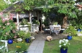 Kleingarten mit Laube