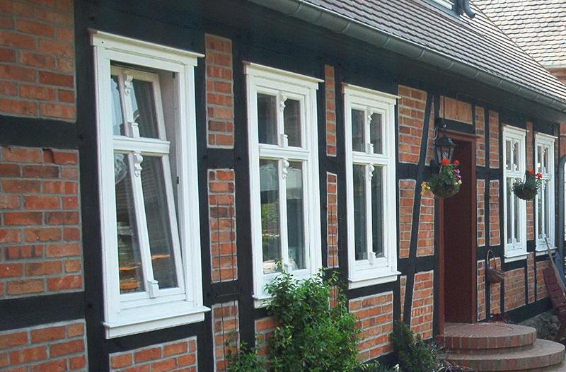 Holzfenster in einem Fachwerkhaus