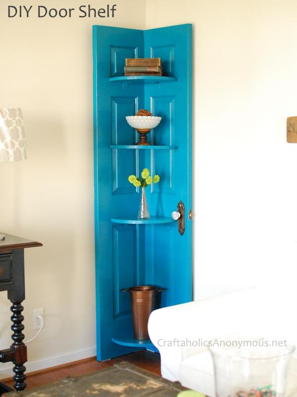Eckregal aus alter Tür