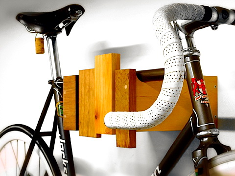Fahrradhalter aus Recyclingholz