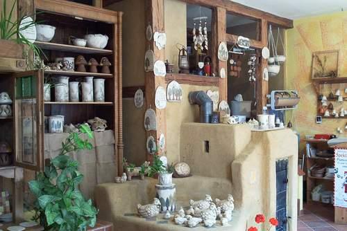 Keramikwerkstatt, Laden aus alten Baustoffen
