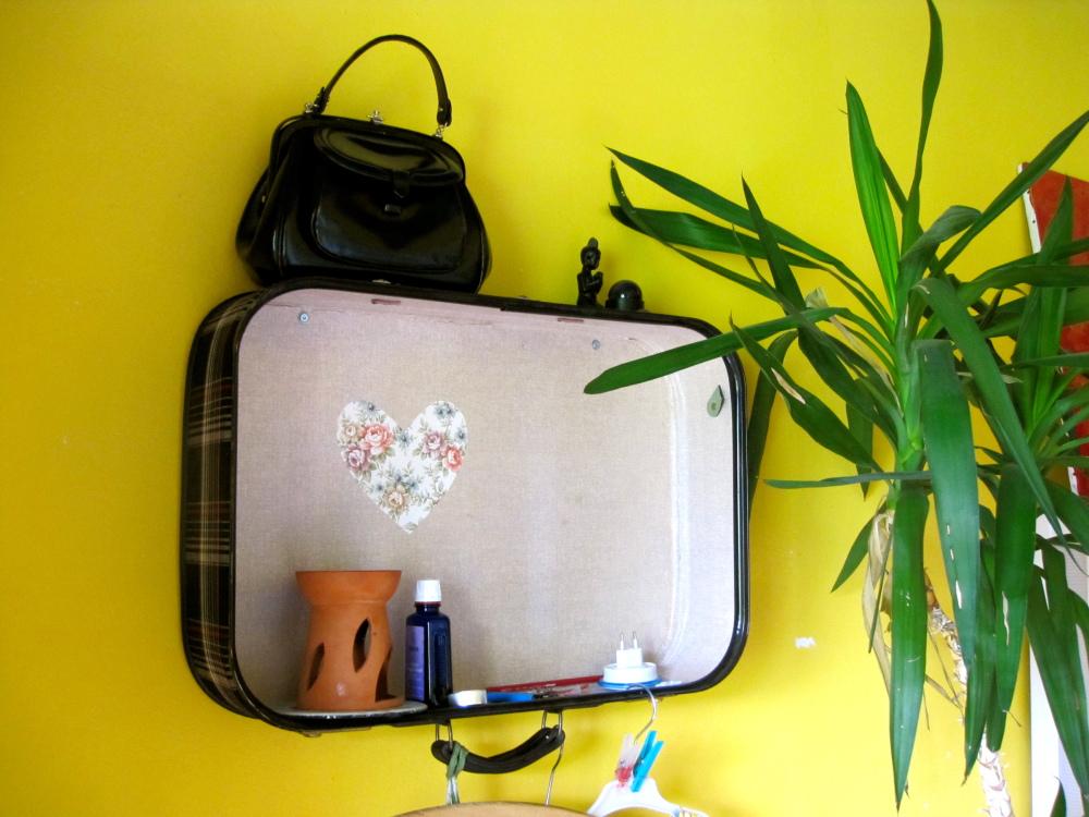 Schrank aus Koffer