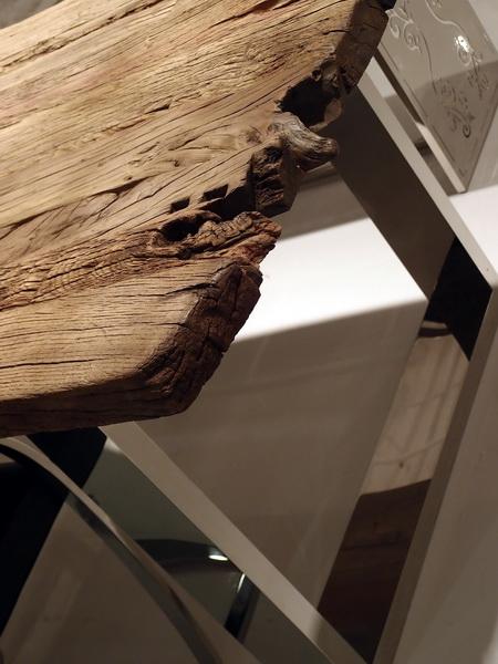 Design der Extraklasse – Tisch mit alten Eichenbohlen