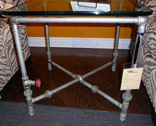 Tisch aus verzinkten Rohren