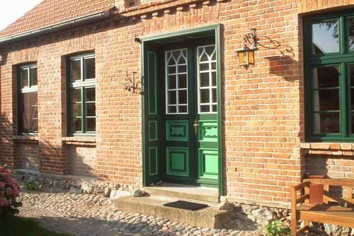 Mit alten Baustoffen saniertes Wohnhaus