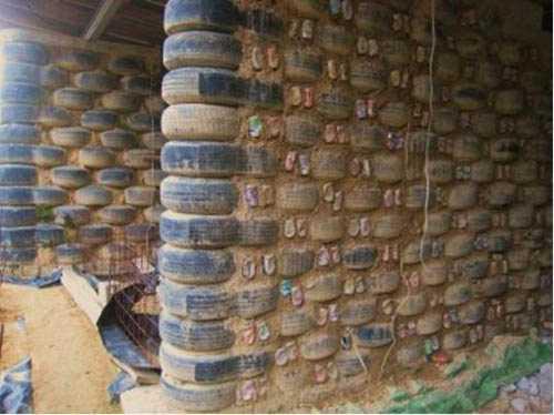 Haus aus recycelten Reifen
