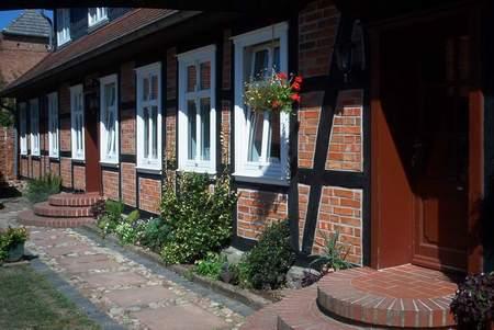Unser Wohnhaus 1996 nach der Sanierung in der Straßenansicht