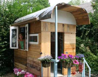 Bauwagen zur Gartenlaube umgebaut