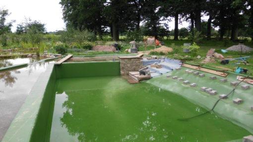 Schwimmteichtreppe im Bau