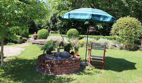 Sitzplatz am Brunnen