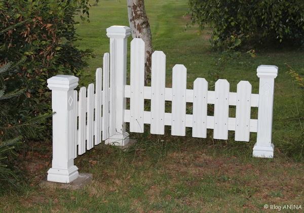 Zaun montiert und aufgestellt.