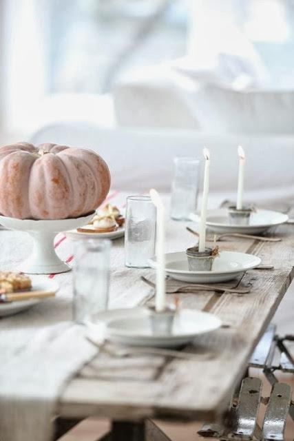 Tisch mit Geschirr