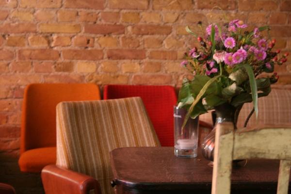 Ziegelwand in einem Berliner Caffee