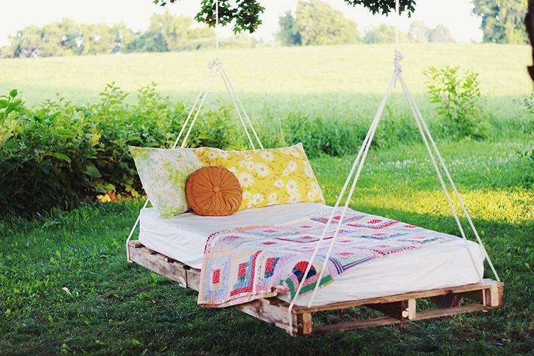 DIY-Pallet-Swing-Bed