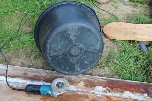 Detail: Boden Maurerkübel mit abgeschliffenen Kanten