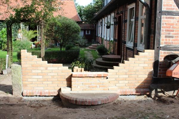 Brunnenmauer und Auflager für Sandsteinelement