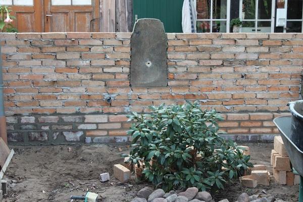 Rückseite - die zweite Mauer wurde bereits begonnen