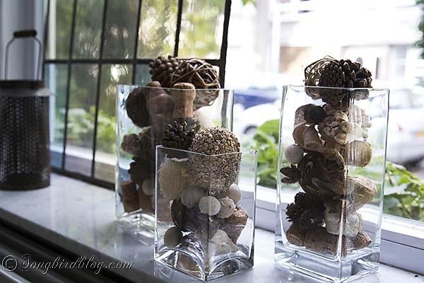 Herbstfrüchte in Glasbehälter