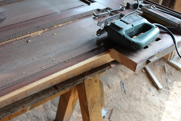 Abtrennung eines Rahmenholzes