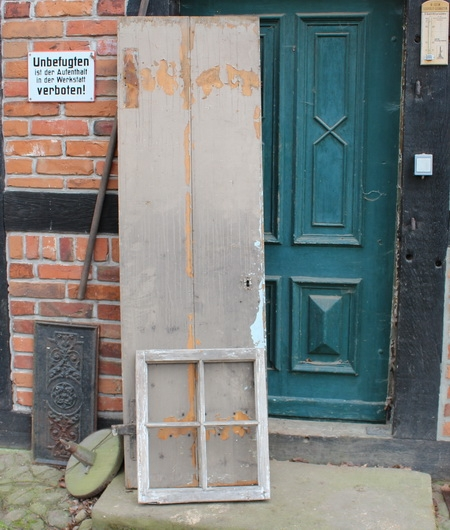 Tür und Fenster für das Gartenhaus