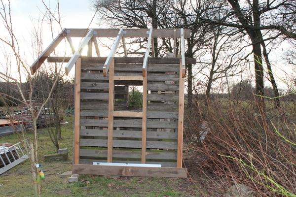 Gartenhaus mit Unterkonstruktion und Sparren