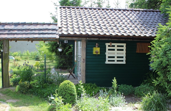 Gartenhaus mit Durchgang zum Scheunenvorplatz