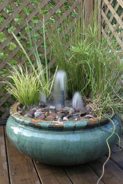 Springbrunnen in Tonschale
