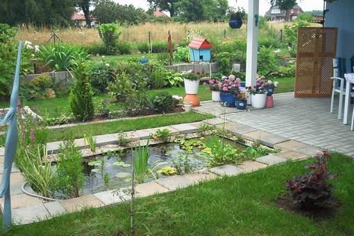 Miniteich in einem kleinen Garten