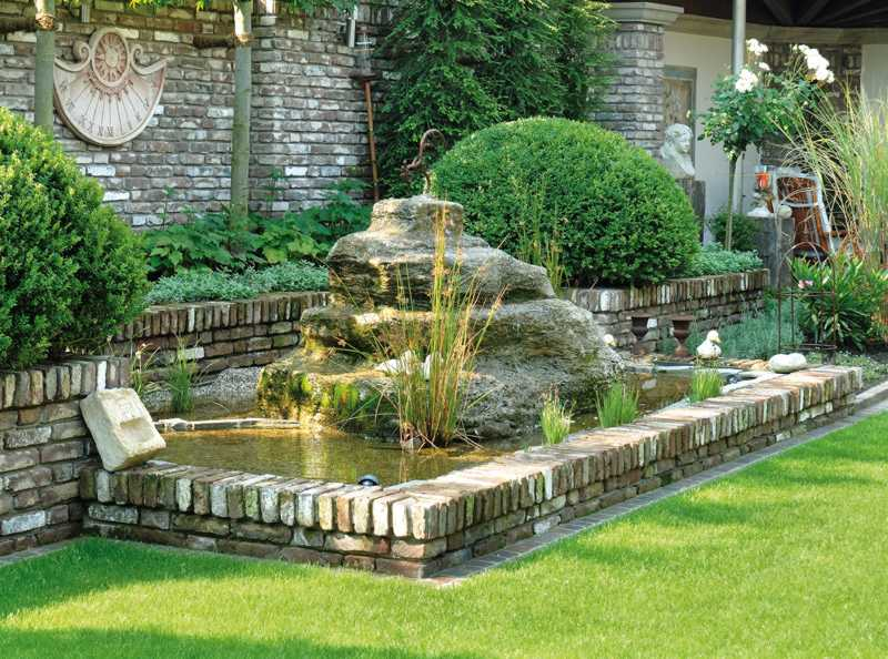 Gartenbrunnen aus alten Mauerziegeln