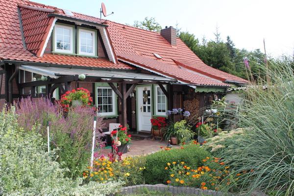 Terrassenüberdachung vor einem Haus