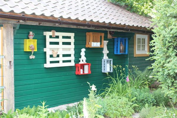 Gartenhaus Rückwand mit Deko
