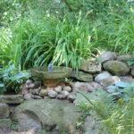 Steinbeet mit Springbrunnen