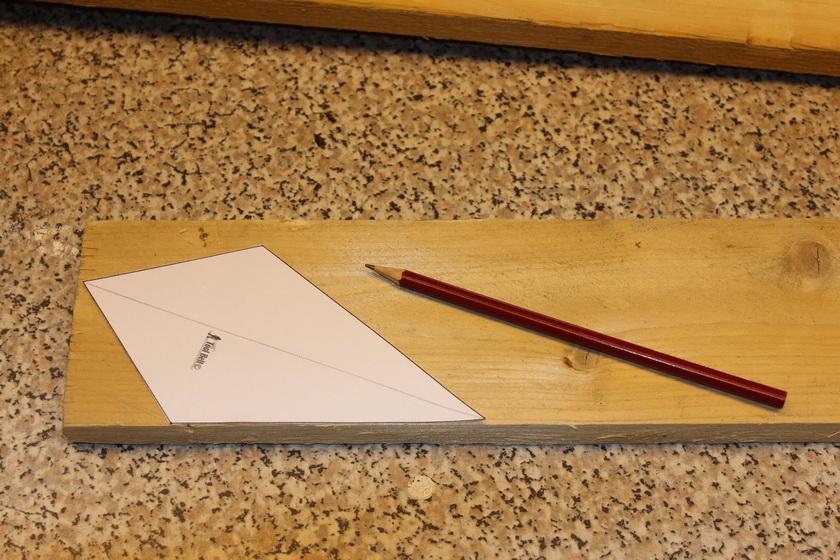 Holzleiste, Schablone, Bleistift