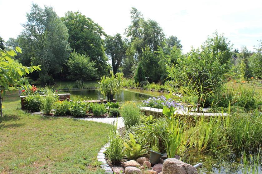 Hier wurde ein Stück Ackerland zu einem Garten umgestaltet.