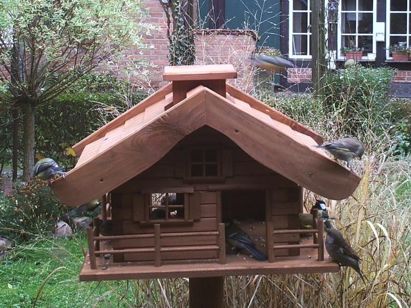 Vogelhaus mit Meisen