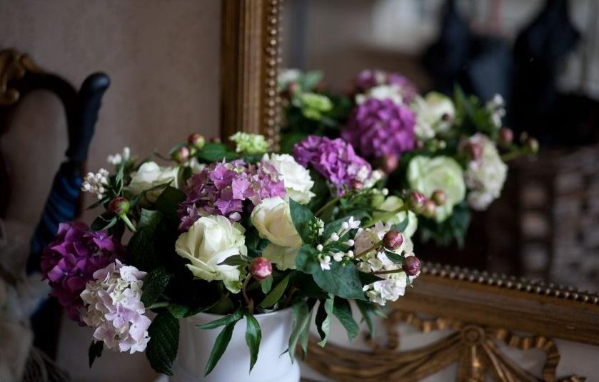 Blumen vor dem Spiegel